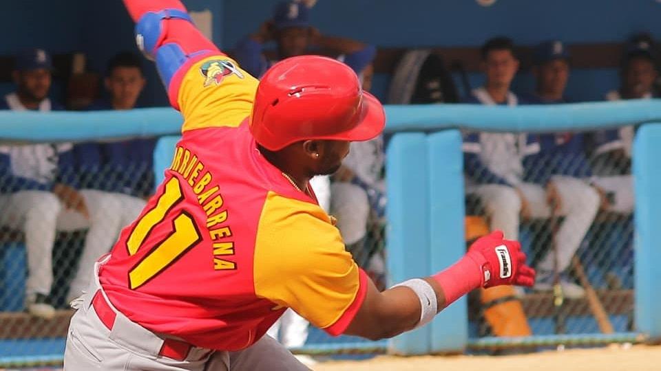 Para agrandar la historia, Arruebarruena se convirtió en el primer torpedero cubano en la las Series Nacionales en ser líder en batazos de cuatro esquinas